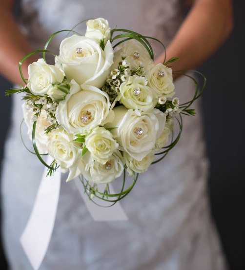 white classic bouquet winter wedding